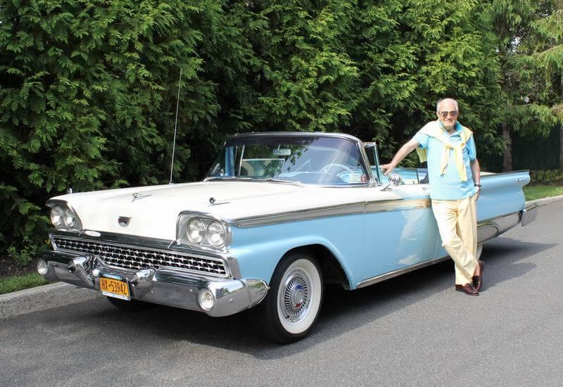 Simon Barchi with a blue car